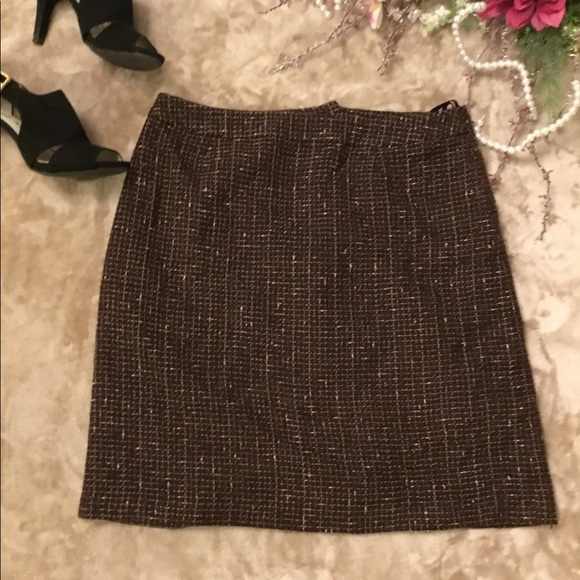 Jones Wear Dresses & Skirts - Jones Wear straight skirt above near length💜